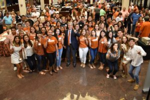 president_fenves_welcomes_rio_grande_valley_students