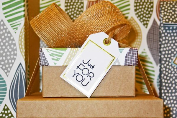 gift_giving_image