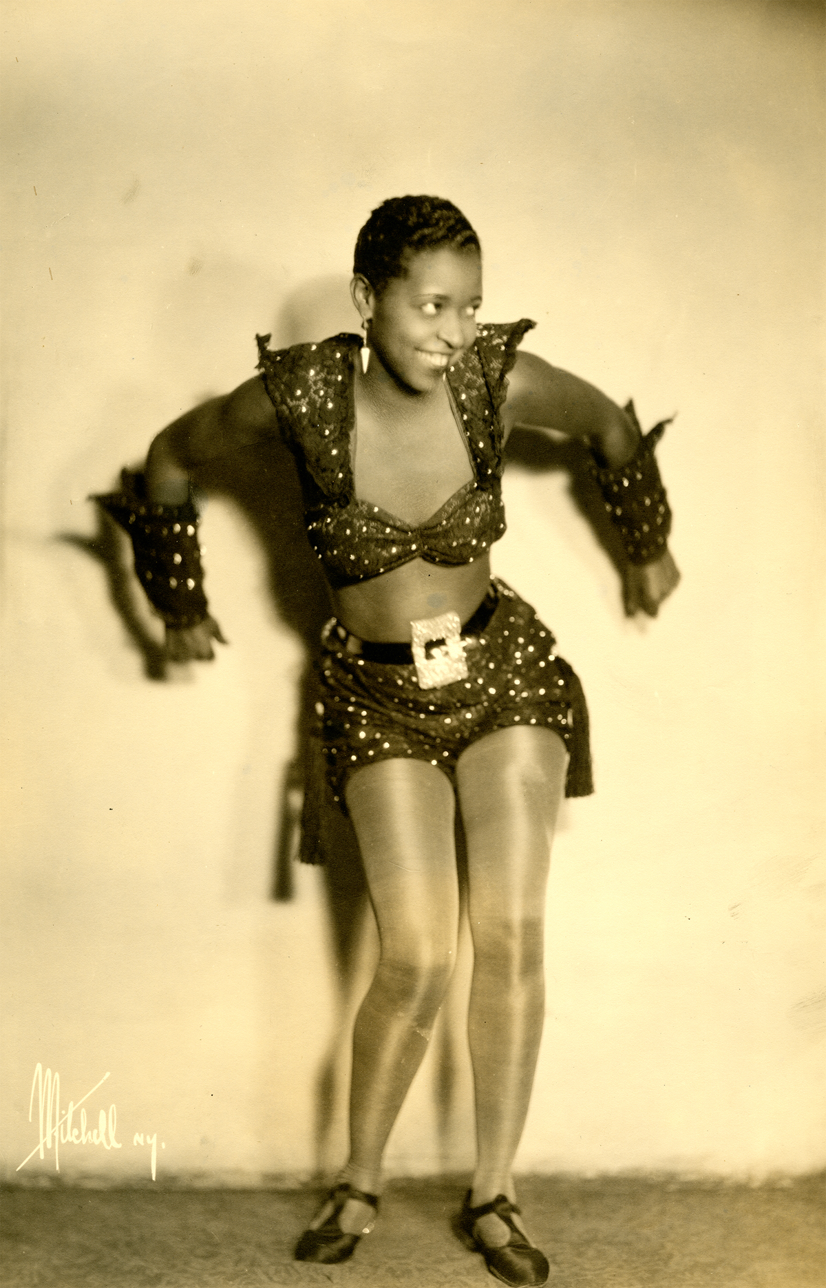 Herbert Mitchell (American, 1898-1980), [Ethel Waters], 1931. Gelatin silver print, 35.5 x 27.8 cm. Theater Biography Collect